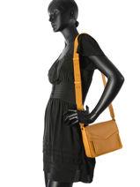 Crossbody Bag Nat et nin Yellow vintage VICTOIRE-vue-porte