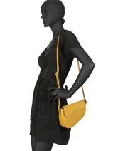 Leather Saddle Bag Caviar Milano Yellow CA19063-vue-porte