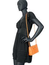 Longchamp Le pliage cuir Messenger bag Black-vue-porte