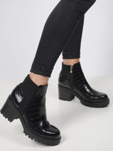 Bria booties-GUESS-vue-porte