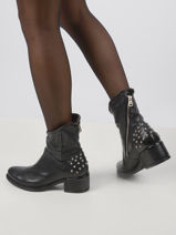 Leather studded boots-AS98-vue-porte