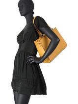 Saffiano Shoulder Bag Miniprix Yellow saffiano F9515-vue-porte