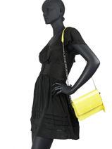 Shoulder Bag Item Flap Tommy hilfiger Yellow item flap AW08748-vue-porte