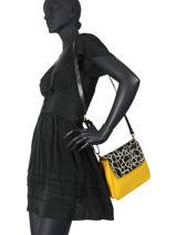 Leather Giraffe Crossbody Bag Augre f Yellow girafe G-vue-porte