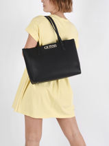 Uptown Chic Shoulder Bag Guess Black uptown chic VG730125-vue-porte