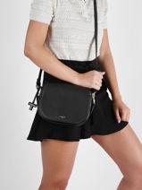 Medium Leather Gisèle Crossbody Bag Le tanneur gisele TGIS1203-vue-porte