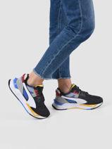 Sneakers-PUMA-vue-porte