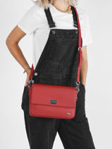 Sac Bandoulière Daily Classic Lacoste Rouge daily classic NF2770DC-vue-porte